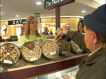 Shoppers Make Last Minute Push For Gifts