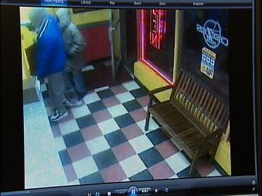 Info Sought In Pizzeria Hold Up