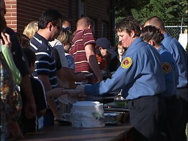Tulsa's Bravest Enjoy Some Barbecue