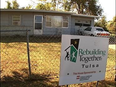 Volunteers Get Homeowners Winter Ready