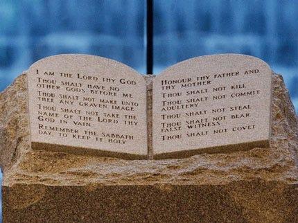 State Senate Votes For 10 Commandments Monument