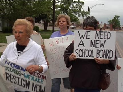 Some In Sperry Rally Against School Board