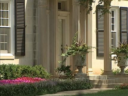 Oklahoma Troopers Investigated For Leaving Governor's Mansion Unprotected