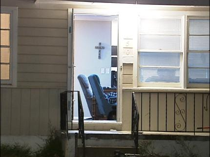 Tulsa Family Hides In Closet As Thieves Break Into Home