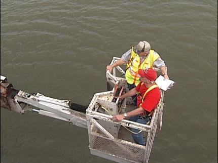Inspectors Checking Bridges Over The Arkansas River In Tulsa