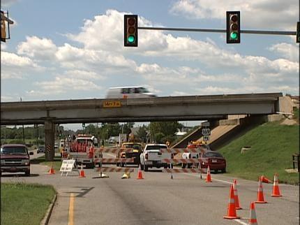 Pine Street Closed As Crews Repair U.S. Highway 169 Bridge