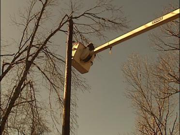 Thunderstorms Hamper Oklahoma Power Restoration Effort