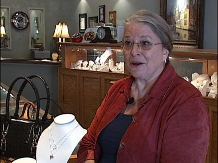 Bartlesville Jeweler Gives Necklaces To Jobless