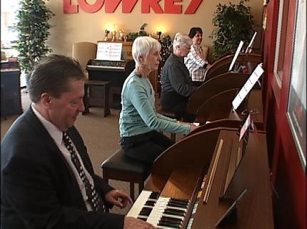 Tulsans Take On Piano Via EZ Play Method
