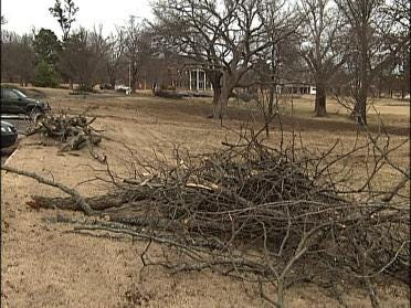 Tahlequah Residents Clean-Up Ice Damage
