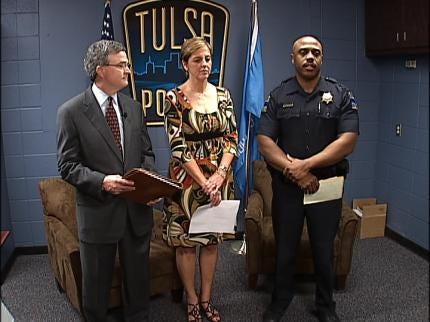 Commerce Bank Donates To Crime Stoppers
