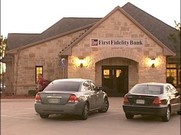 Two Sought In Tulsa Bank Robbery