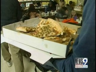 Oklahoma City Man Delivers Pizza And Blessings To Homeless