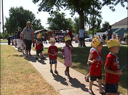 Broken Arrow Kids Hold Patriotic Parade