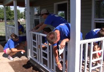Bike And Build Team Helps Habitat For Humanity