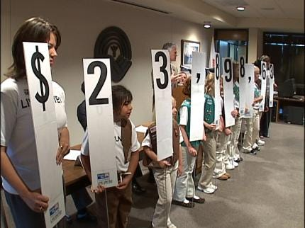 Girl Scouts Help Announce United Way Goal