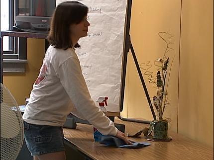 Boston Students Spruce Up Tulsa's Street School
