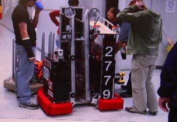 Claremore Robotics Team Moves On to Championships by Staying Cool