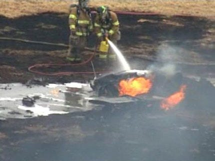 Two Escape Injury In Tulsa Plane Crash