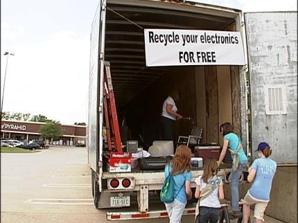 Boy, Girl Scouts Host Recycling Drive