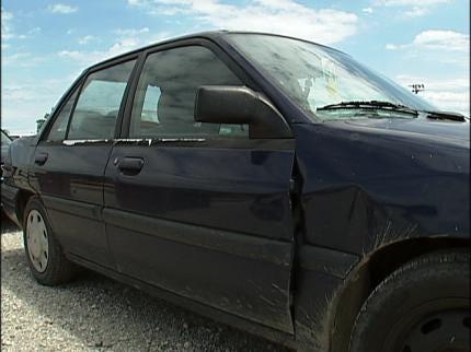 Mounds Students Give Retiring Teacher A Car