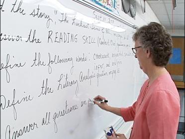 Governor Considers School Deregulation Bill