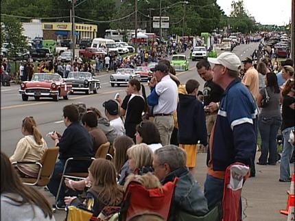 People Line Broken Arrow Streets For Parade