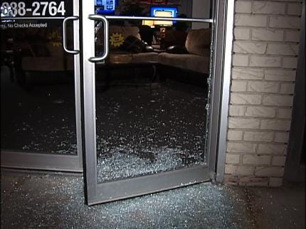 Tulsa Police Investigate Overnight Smash And Grab