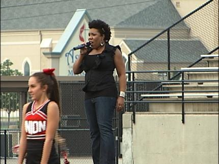 """Former """"Idol"""" Star Returns To Cheer For Her Tulsa Union Redskins"""