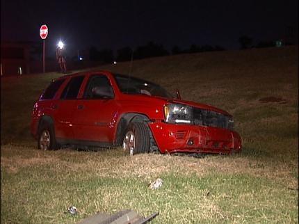 Overnight Car Accident Injures Tulsa Woman