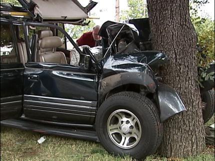 Four Injured In South Tulsa Wreck