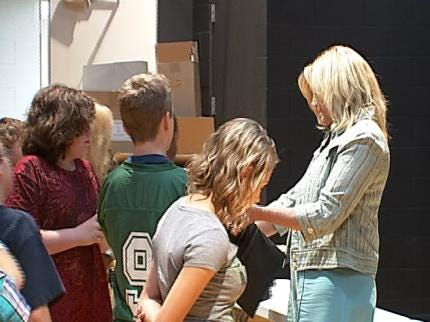 Catoosa Middle School Students Receive Laptops