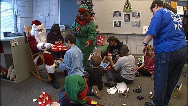 Tulsa Lions Club Brings Christmas Joy To Elementary Students