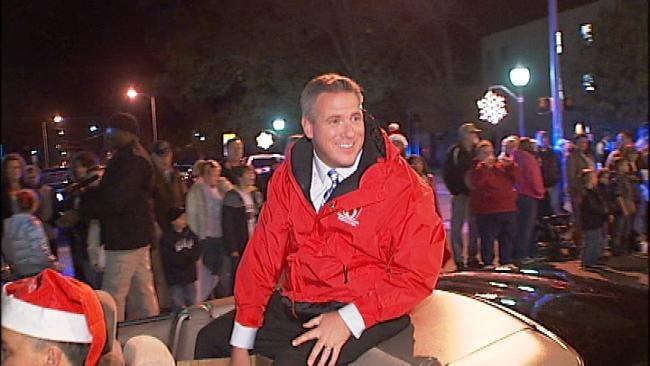 News On 6 Greets Fans At Wagoner Christmas Parade