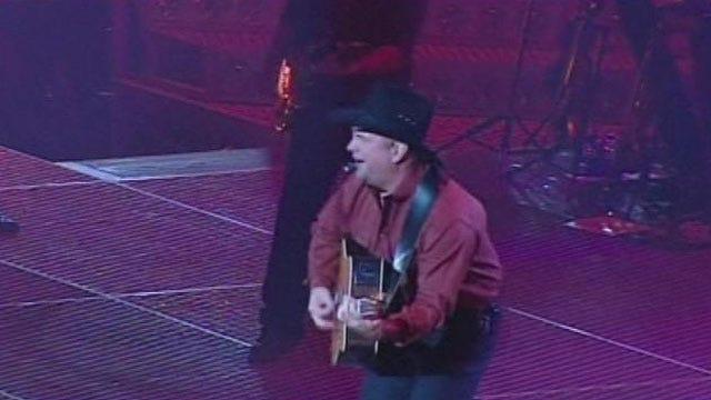 Oklahoma Native Garth Brooks Plays Nashville Flood Relief Concerts