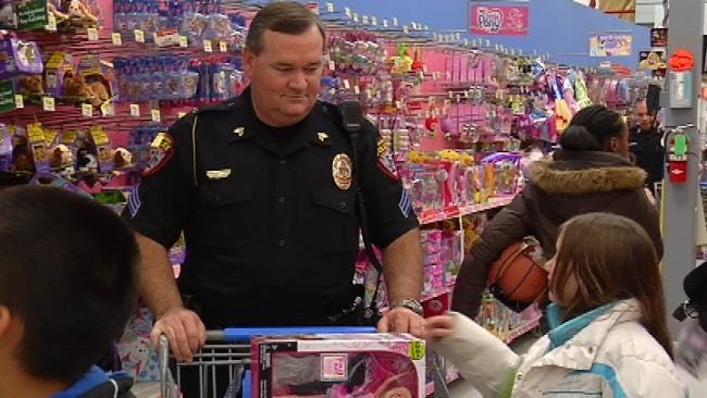 Owasso Police Officers Take Kids On Christmas Shopping Spree