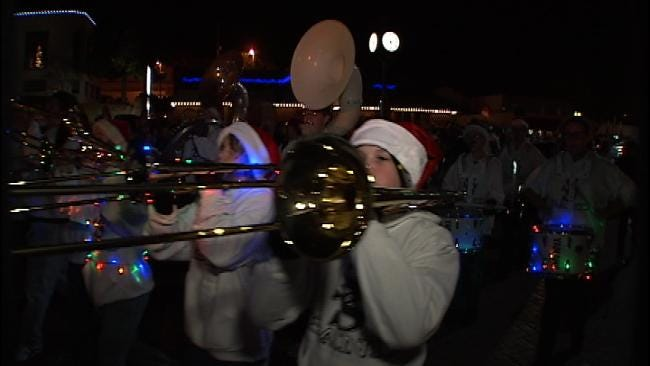 News On 6 Greets Crowd At Sand Springs Holiday Parade