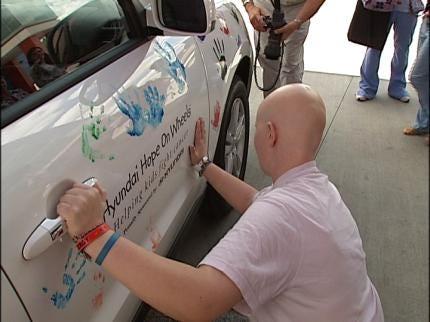 Hyundai Delivers Donation To Tulsa Hospital