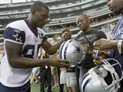 Dez Bryant Signs With The Dallas Cowboys
