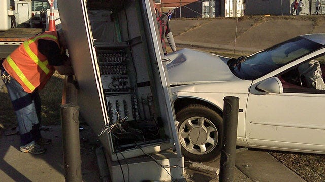 Driver Takes Out Signal Box Near U.S. 75 At SW Boulevard