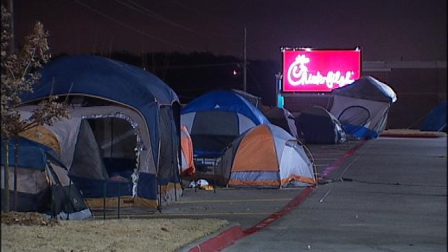 Tulsans Camp Out At New Restaurant For Chance At Free Meals