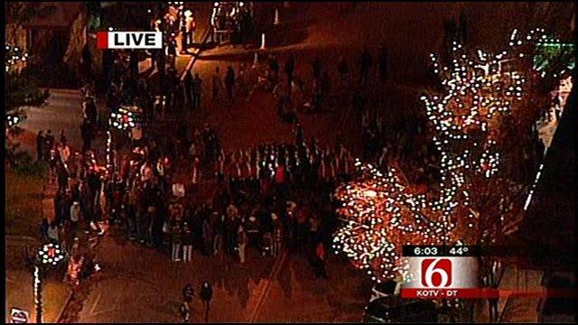 Downtown Jenks Turns 'Lights On' For Holiday Season