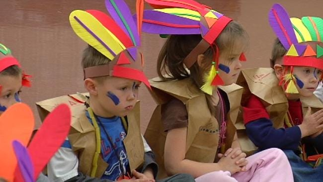Sand Springs Students Dress As Pilgrims, Indians For Thanksgiving Meal