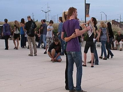 Volunteers to 'Freeze! For Stop Child Trafficking Now' In Tulsa