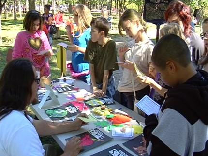 Students Learn Native American Culture At Ancient Cherokee Days