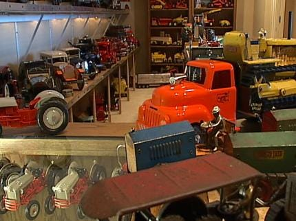 Toy Collection Fills Tulsa Man's Home