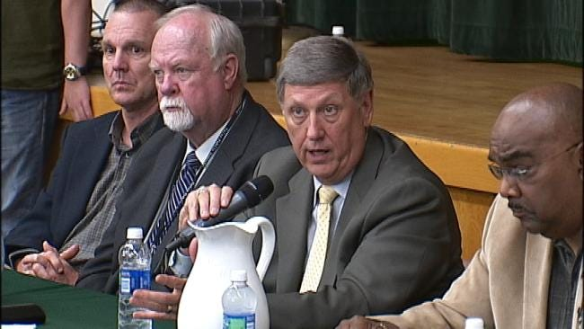 Tulsa Superintendent Met With Cheers, Jeers At Consolidation Forum