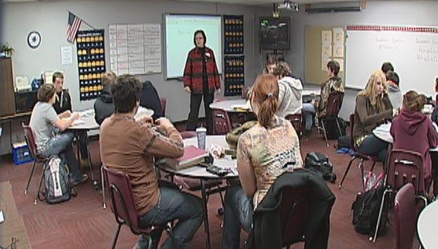Bill To Increase Oklahoma Teacher Retirement Age Advances To Senate