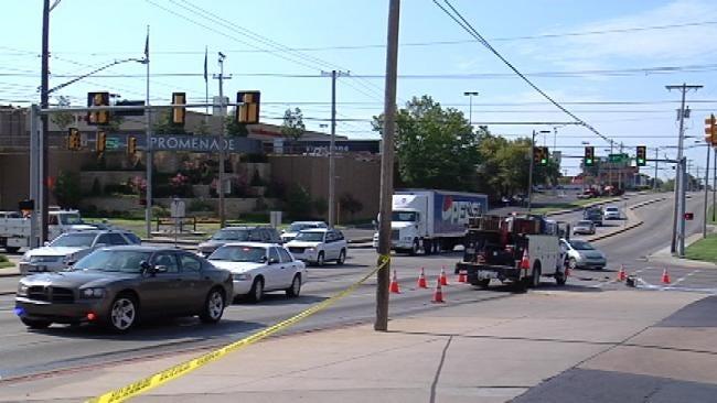 Pedestrian Struck, Killed As She Crosses Tulsa Street
