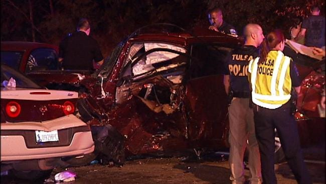 Two Men Killed In Overnight Tulsa Collision